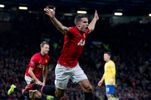 Arsenal undone by Robin van Persie as Manchester United win 1-0