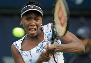 Venus Williams twirls into Charleston third round