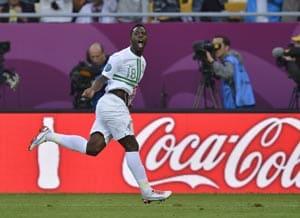 UEFA Euro 2012: Late Varela goal gives Portugal 3-2 win over Denmark