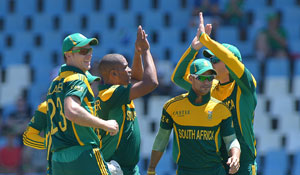 Vernon Philander, AB de Villiers take South Africa to consolation win over Pakistan