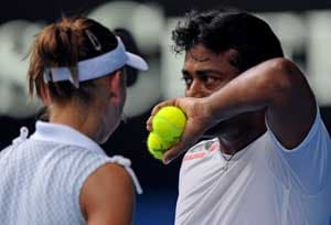Paes-Vesnina in quarter-finals of French Open