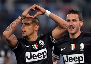 Arturo Vidal double edges Juventus closer to title