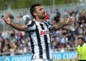 Serie A: Mirko Vucinic double helps Juventus down Pescara