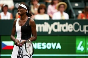 Venus Williams advances at Family Circle Cup