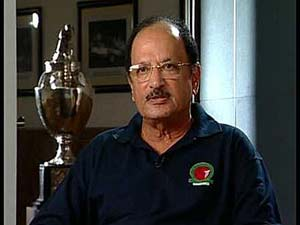 Ajit Wadekar admonishes 'sick' players for choosing to play