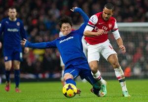 EPL: Nicklas Bendtner, Theo Walcott save Arsenal to keep Manchester City waiting