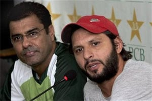 Keep mouth shut and focus on cricket: Waqar to Afridi