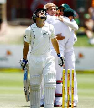 2nd Test: South Africa crush New Zealand by an innings and 193 runs