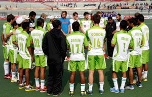 Delhi Waveriders chase record against UP Wizards