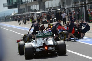 Safety in F1: Minimum pit-stop time to be discussed