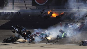 Dan Wheldon dies in fiery IndyCar crash