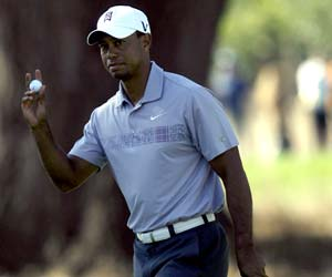 Woods shoots 68, but Casey leads at Frys