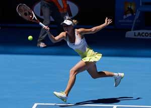 Caroline Wozniacki advances to 3rd round at Australian Open