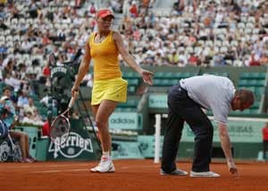 Wozniacki knocked out, calls the officiating a 'disgrace'