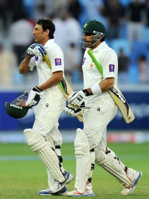 Younis Khan, Misbah-ul Haq fight for Pakistan in second Test vs Sri Lanka