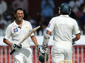 3rd Test: Younis century leads Pakistan resistance