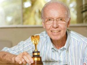 Car thieves spare Brazil soccer icon Zagallo