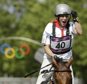 London 2012 Equestrian: Queen's granddaughter Zara wins silver