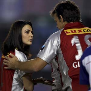 Gilchrist brushes aside Preity Zinta's argument with umpires