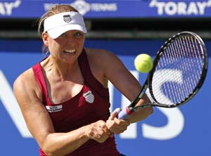 Zvonareva advances to Pan Pacific semifinals