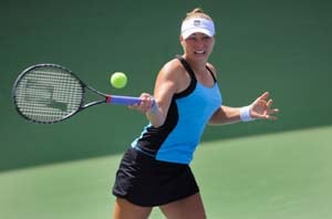 Zvonareva into pre-quarters at Carlsbad